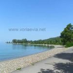 Λίμνη, η παραλία της Μονής Γαλατάκη.