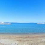 Κεφάλες Ασμηνίου Παραλία. Ανοιχτά της θάλασσας βλέπουμε το χώρο που έγινε η ναυμαχία του Αρτεμισίου το 480 π.χ.