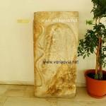 Αρχαιολογική Συλλογή Αιδηψού. Ανάγλυφη πλάκα με παράσταση λεοντής και τόξου των σύμβολων του Ηρακλή. Ρωμαϊκών χρόνων.