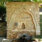Δάφνη - Μαντανικά, εκκλησάκι Αποστόλων Πέτρου και Παύλου παλιά βρύση.