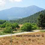 Σπαθάρι, με θέα το Όρος Καντήλι.